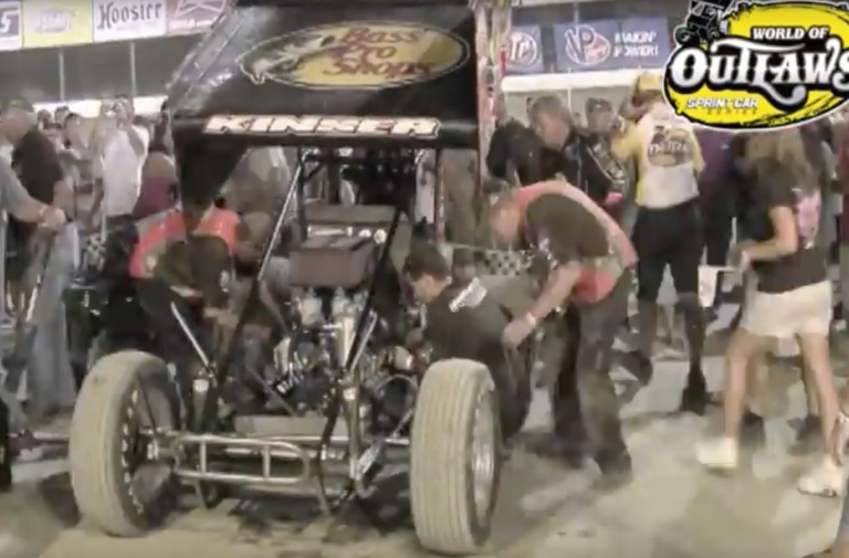 Video: How to Change A Sprint Car Engine In 5 Minutes